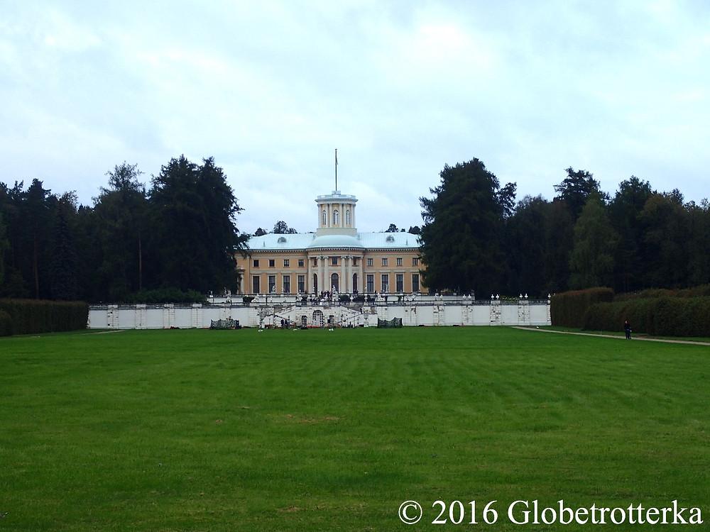Vue du palais principal depuis la basse terrasse. © 2016 Globetrotterka