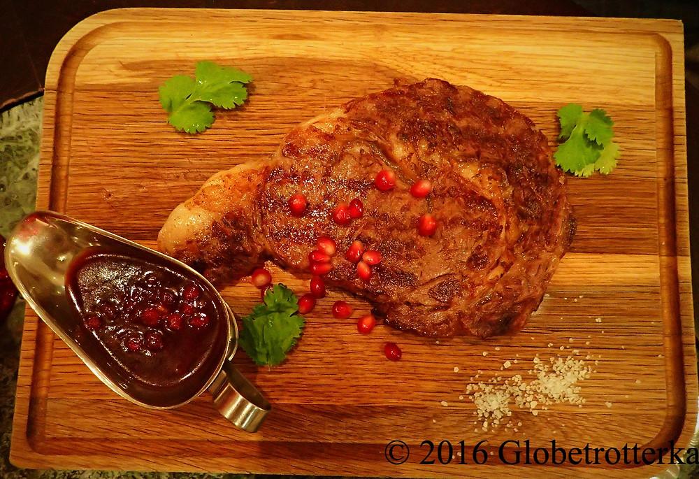Steak de veau. Grand Café Docteur Jivago  © 2016 Globetrotterka