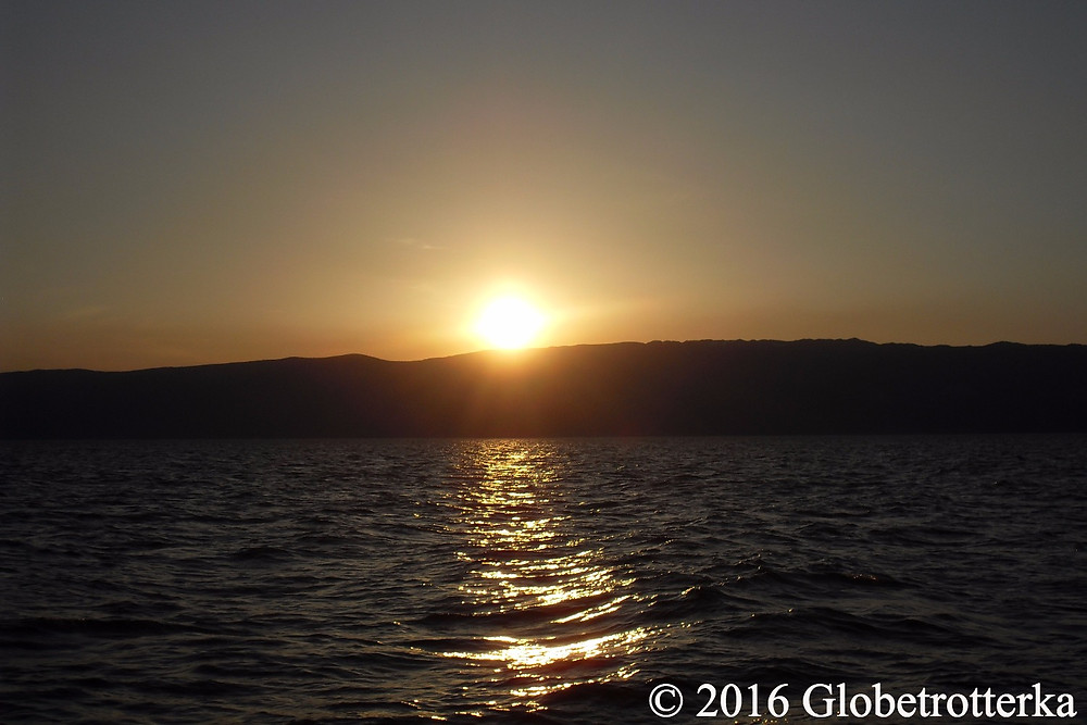 Coucher de soleil sur le lac. © 2016 Globetrotterka