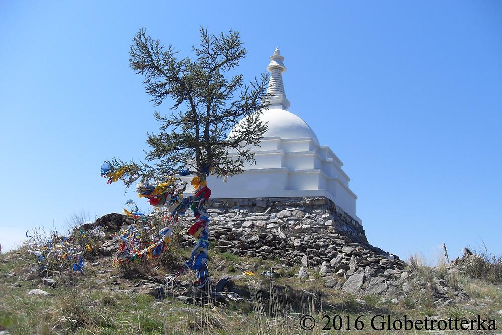 L'excursion de la source sacrée comprend un arrêt au temple bouddhiste sur l'une des îles du lac. © 2016 Globetrotterka