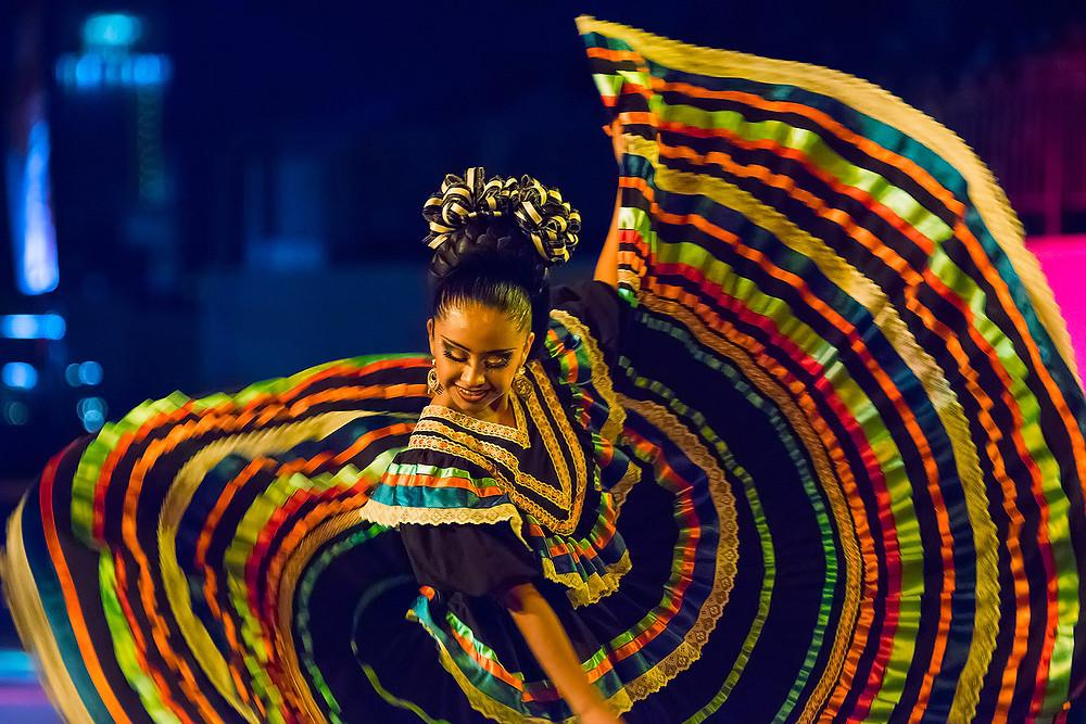 Septième festival Spasskaïa bachnia, août 2014, danseuse folklorique mexicaine, photo du site officiel du festival