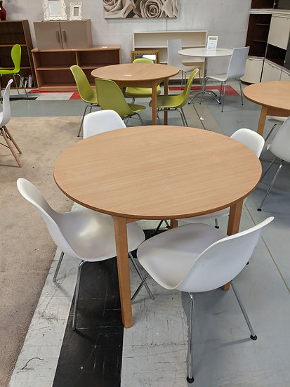 Round Table With 4 White Chairs
