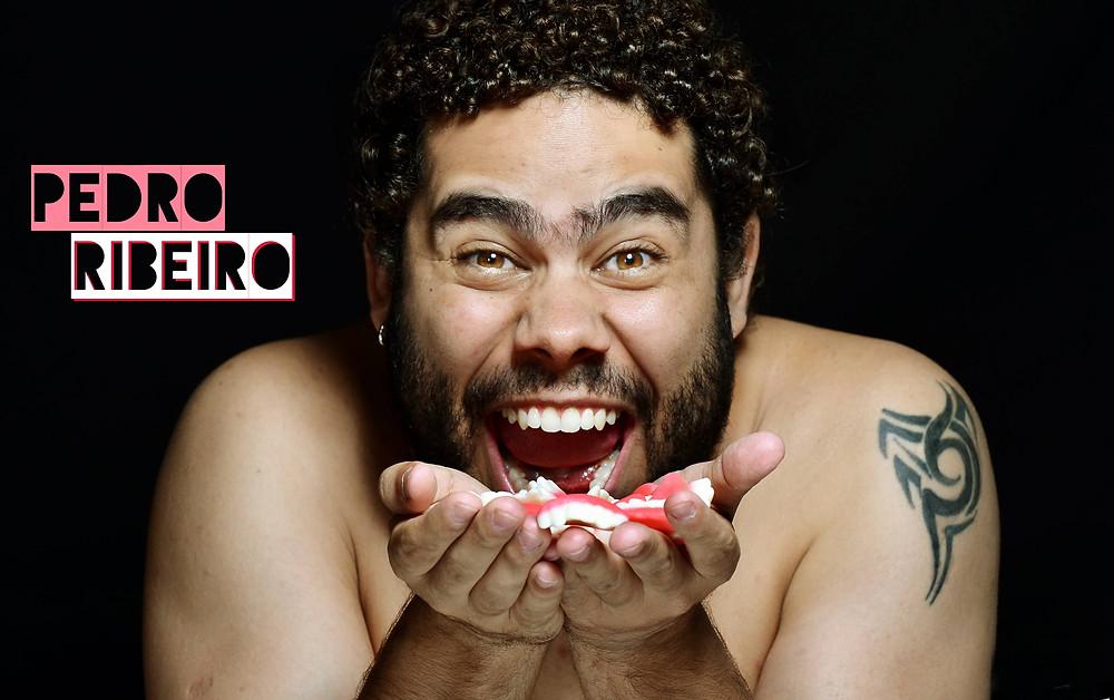"""Pedro Ribeiro no ensaio """"Que gosto tem seu beijo?"""", de Daniel Fama e Fábrica de Teatro"""