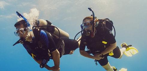 scuba divers.png