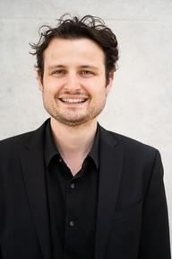 Jakob Hoffmann - Bass