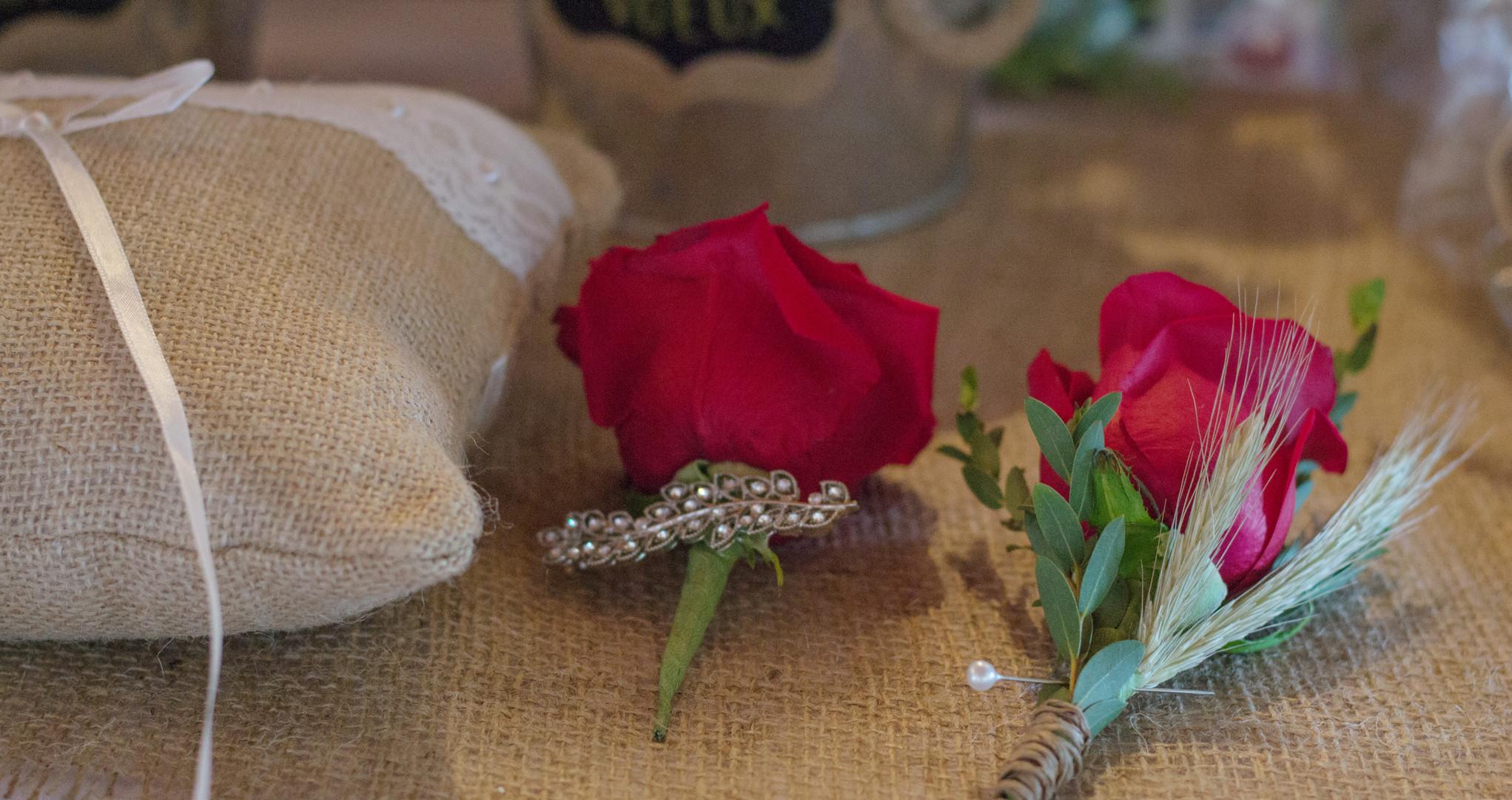 Boutonnière et fleur pour cheveux
