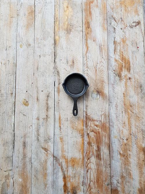 กระทะเหล็กหล่อ ขนาด 3.5 นิ้ว Pre-seasoned cast iron 3.5 inches