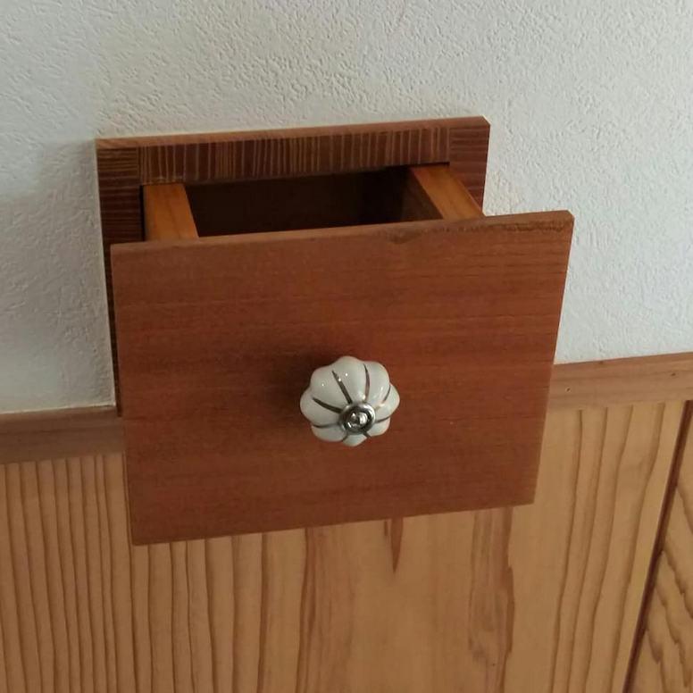 玄関入り口に印鑑や鍵を入れるポケットをつけました☆