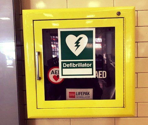 Defibrillator AED Defib image
