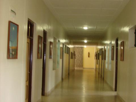 Airy Corridor 1.jpg