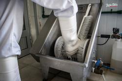 Lavado de botas ingreso a la planta