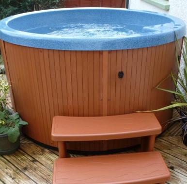 Cosy hot tub