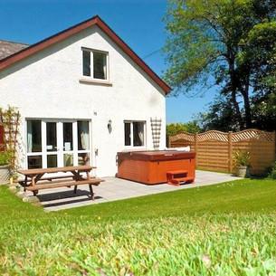 Oak-Cottage-with-Luxury-Hot-Tub-Spa-Pemb