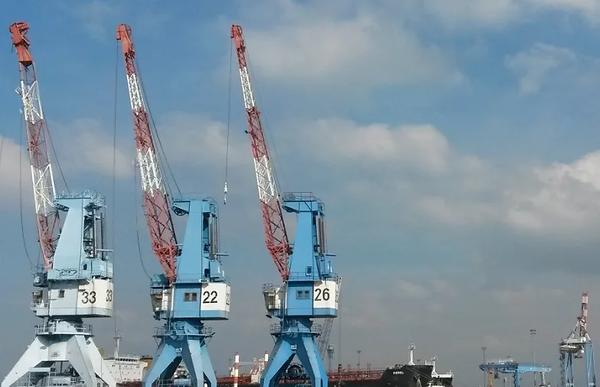 cranes_PNG.webp