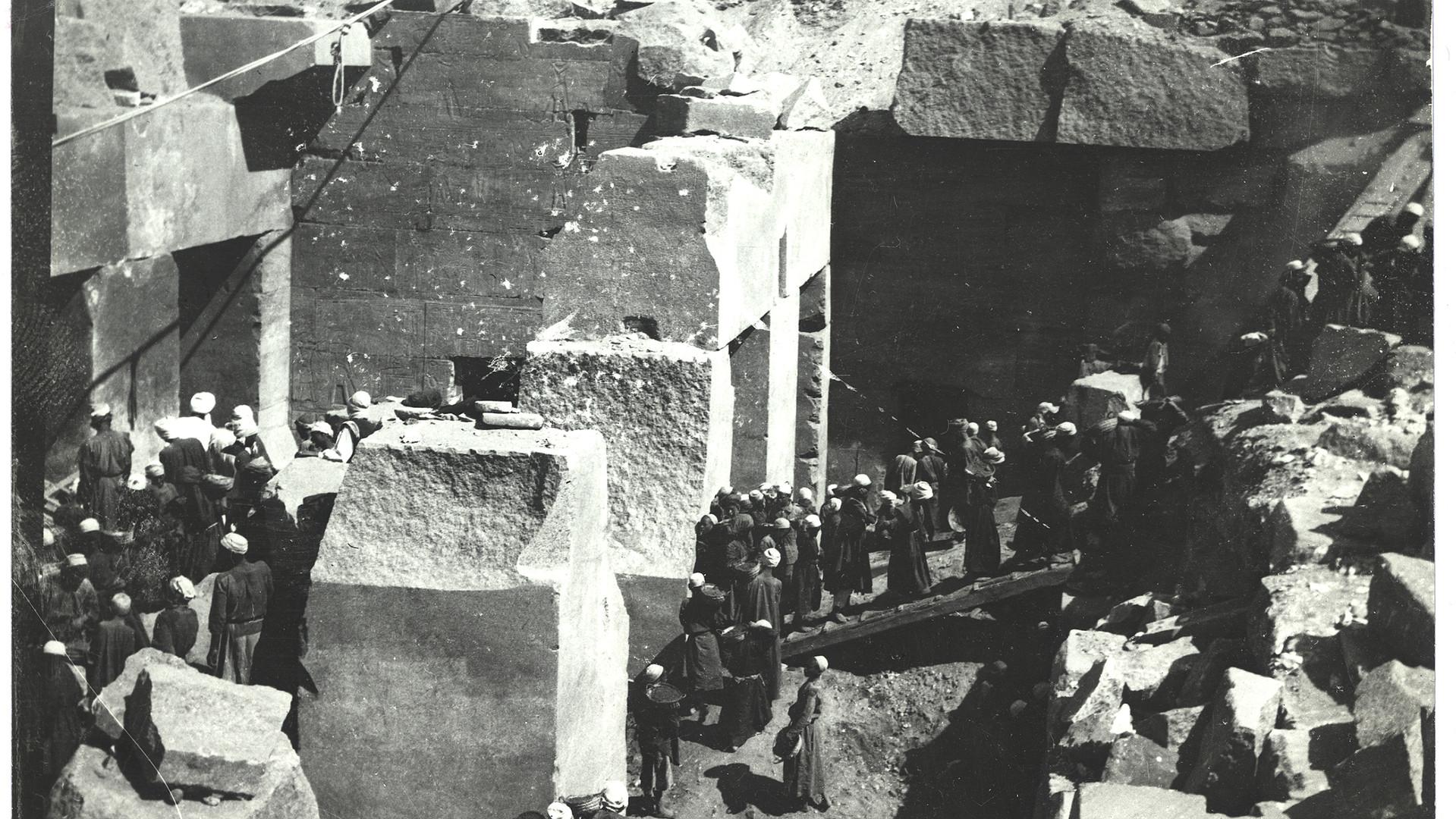 Marguerite Naville (?) : Abydos, fouilles de l'Osireion en 1914 (?) (tirage photographique) © Musée d'art et d'histoire de la Ville de Genève, inv. A 2006-0030-067-0322