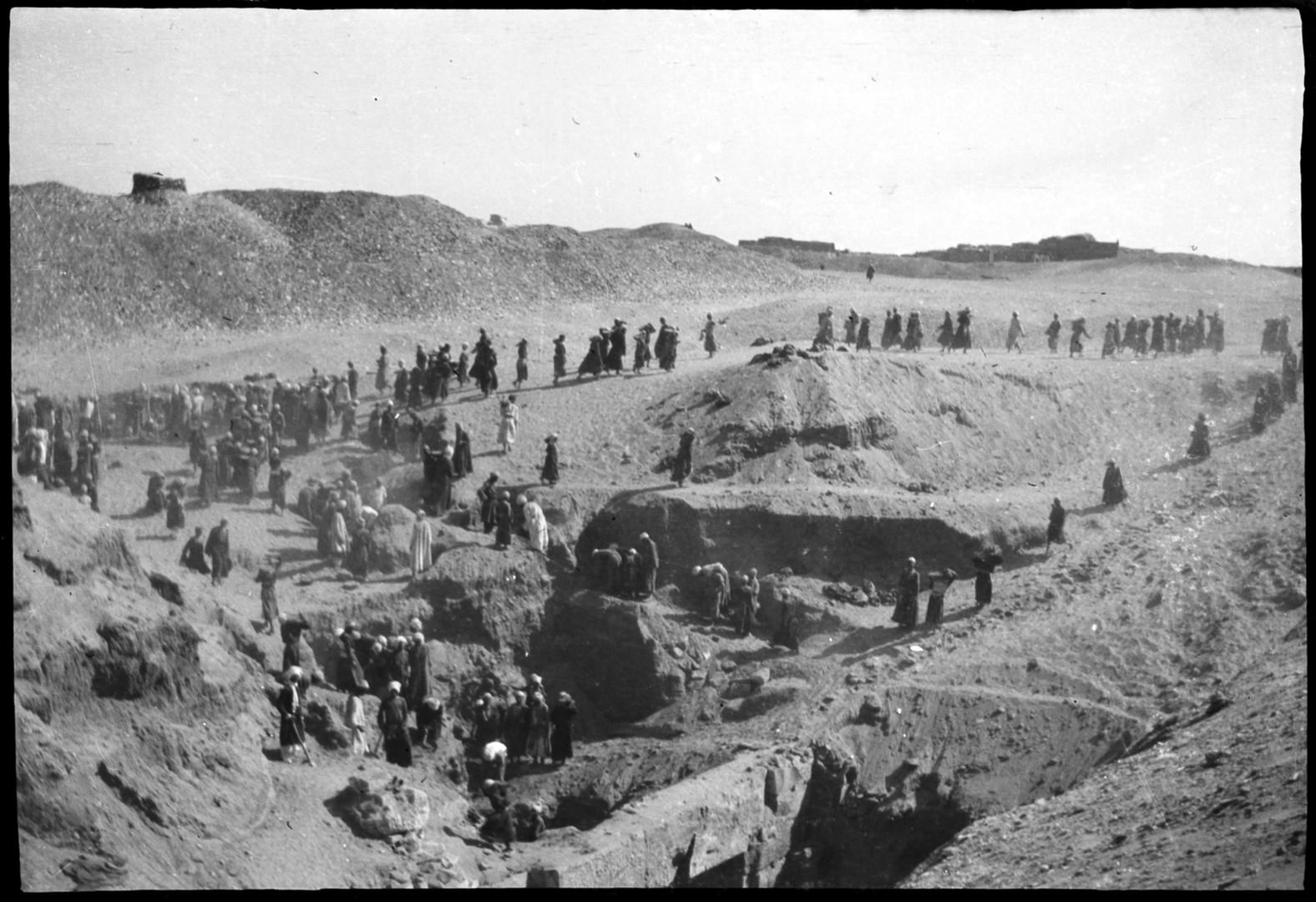 Marguerite Naville: fouilles d'Abydos, ouvriers égyptiens (négatif) © Musée d'art et d'histoire de la Ville de Genève, inv. A 2006-0030-055-086