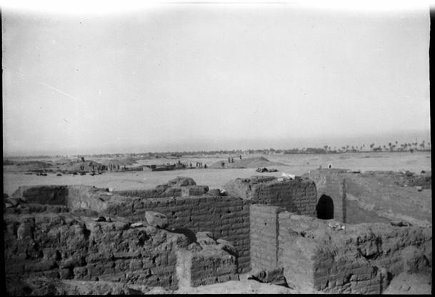 Marguerite Naville: fouilles d'Abydos, construction en briques crues (négatif) © Musée d'art et d'histoire de la Ville de Genève, inv. A 2006-0030-055-082