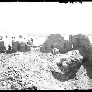 Plaque de verre : Deir el-Bahari, vestige du couvent copte, 20 mars 1893.