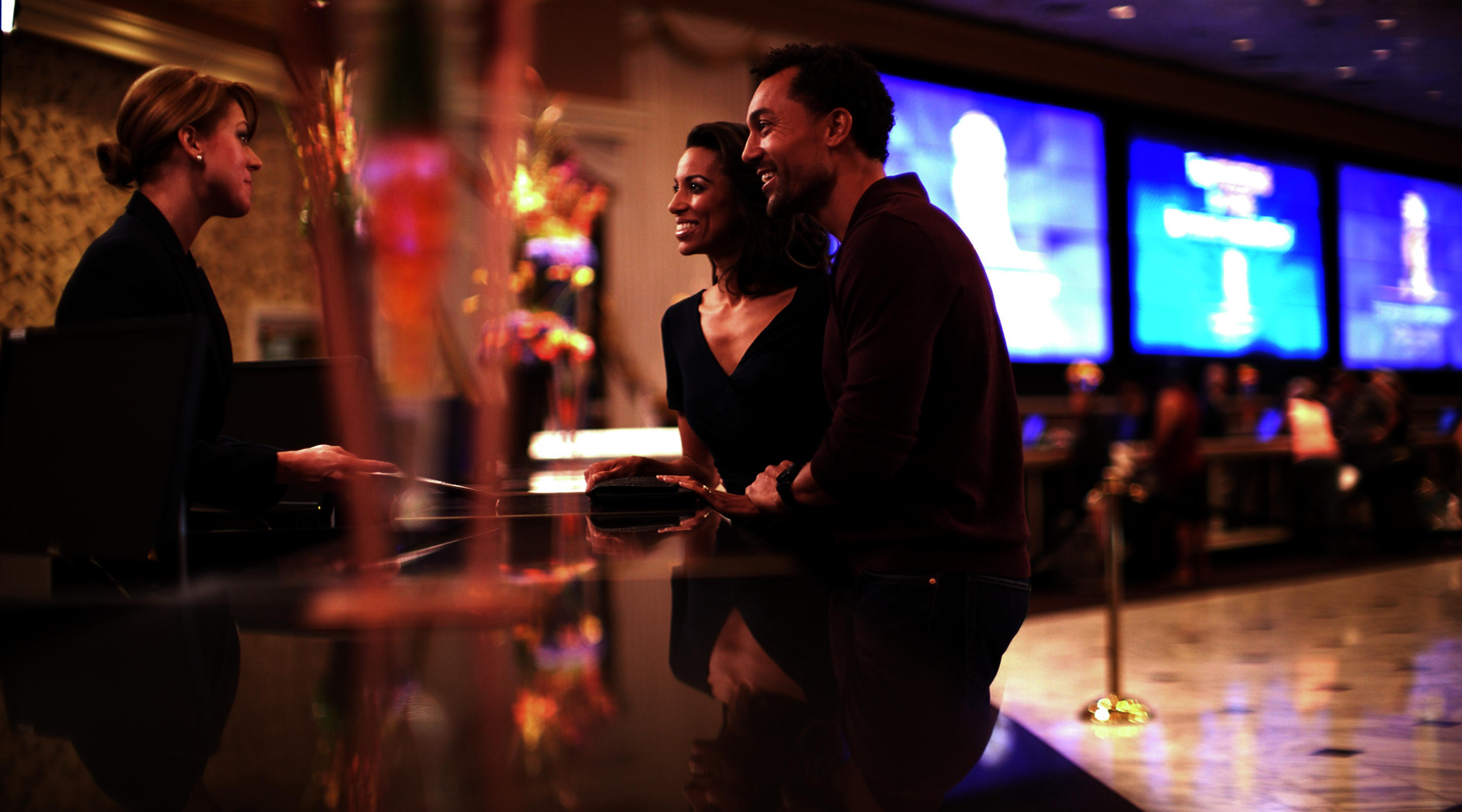 mgm-grand-lobby-lifestyle-couple-with-concierge