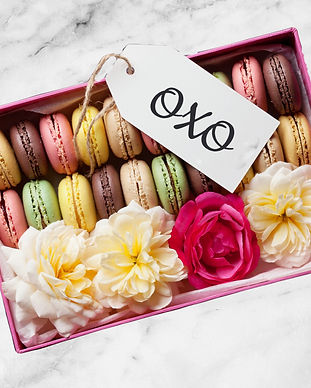 Colorful%20macaroons%20and%20flowers%20o