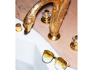 #Gold and #gaudy #tap in the #shape of a #swan. I imagine not to most people's #taste but it still b