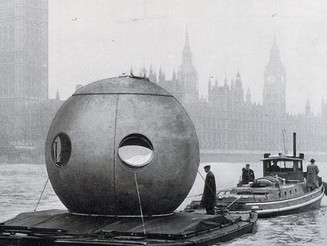 #JuniLudowici's #roundhouse being #transported down the #RiverThames, #1958 #London on the #river #b