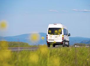 Minibus sur la route