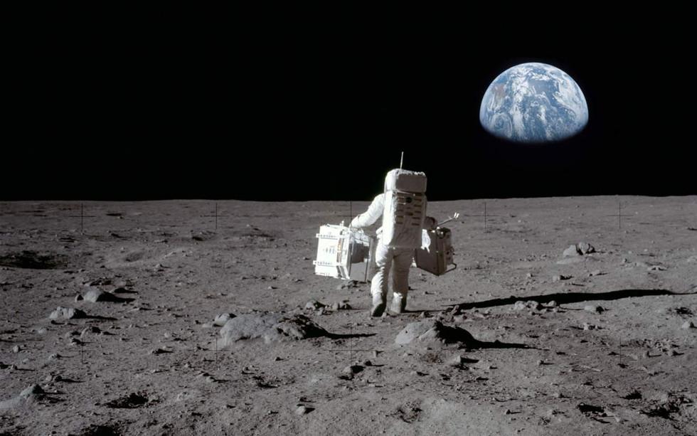 MondAstronaut.jpg