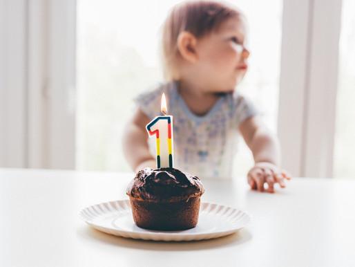 Pode ter bolo no aniversário de 1 ano de bebês?