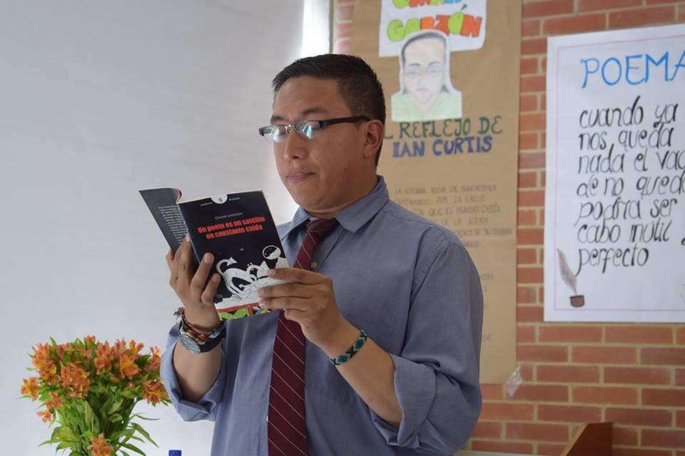 Omar Garzón Pinto durante el Día mundial de la poesía 2018 en el Colegio I.E.D. Gonzálo Arango