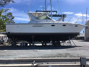 2000 Tiara 31 Profile Starboard