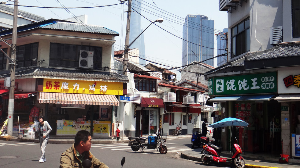 Street corner in Shanghai, 2017
