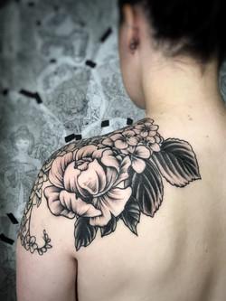 Flower shoulder