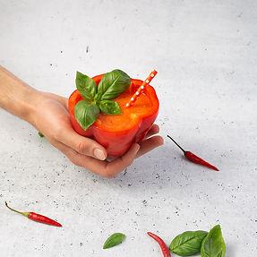 Šalta pomidorų sriuba paprikose (Receptas)