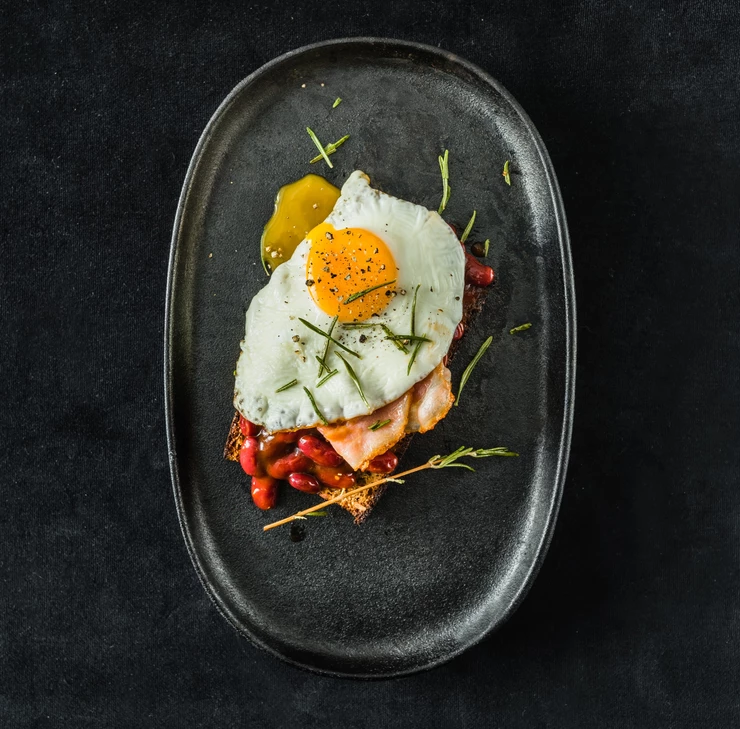 sumuštinis su kiaušiniu, šonine ir pupelėmis, Alfo Ivanausko receptas