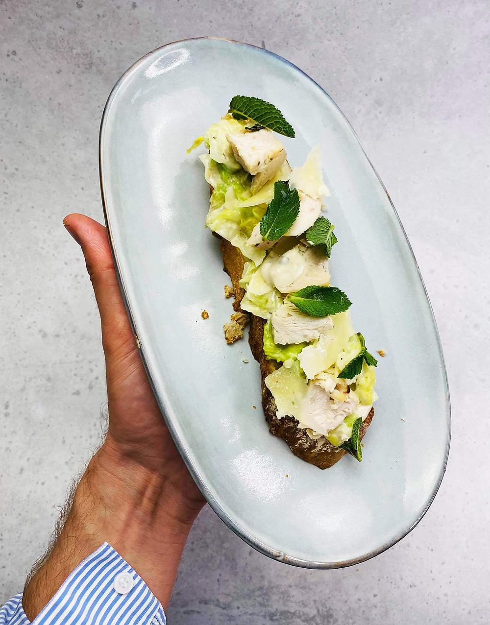 cezario salotos, brusketa su cezario salotomis, Alfo Ivanausko receptas