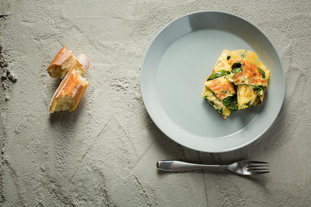 Plėšytas omletas su špinatais ir sūriu, vmg receptas