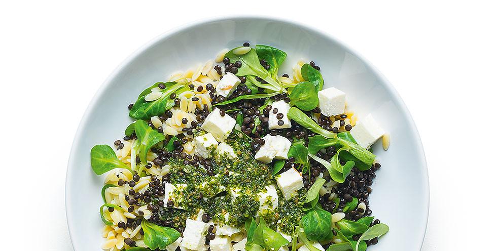 Lęšių salotos su orzo makaronais ir feta, vmg receptas