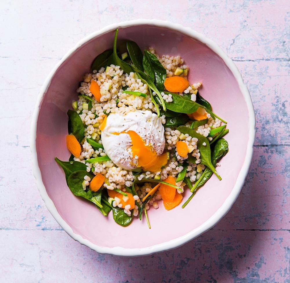 Miežinė košė su daržovėmis ir kiaušiniu, vmg receptas