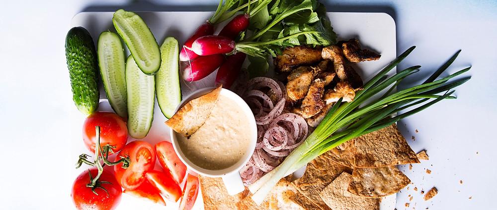Rytietiškos salotos su skrudinta duona, vmg receptas
