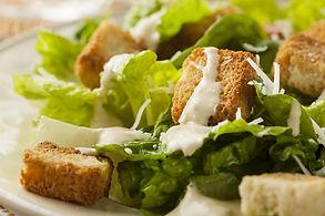Tikras Cezaris: salotos ir padažas