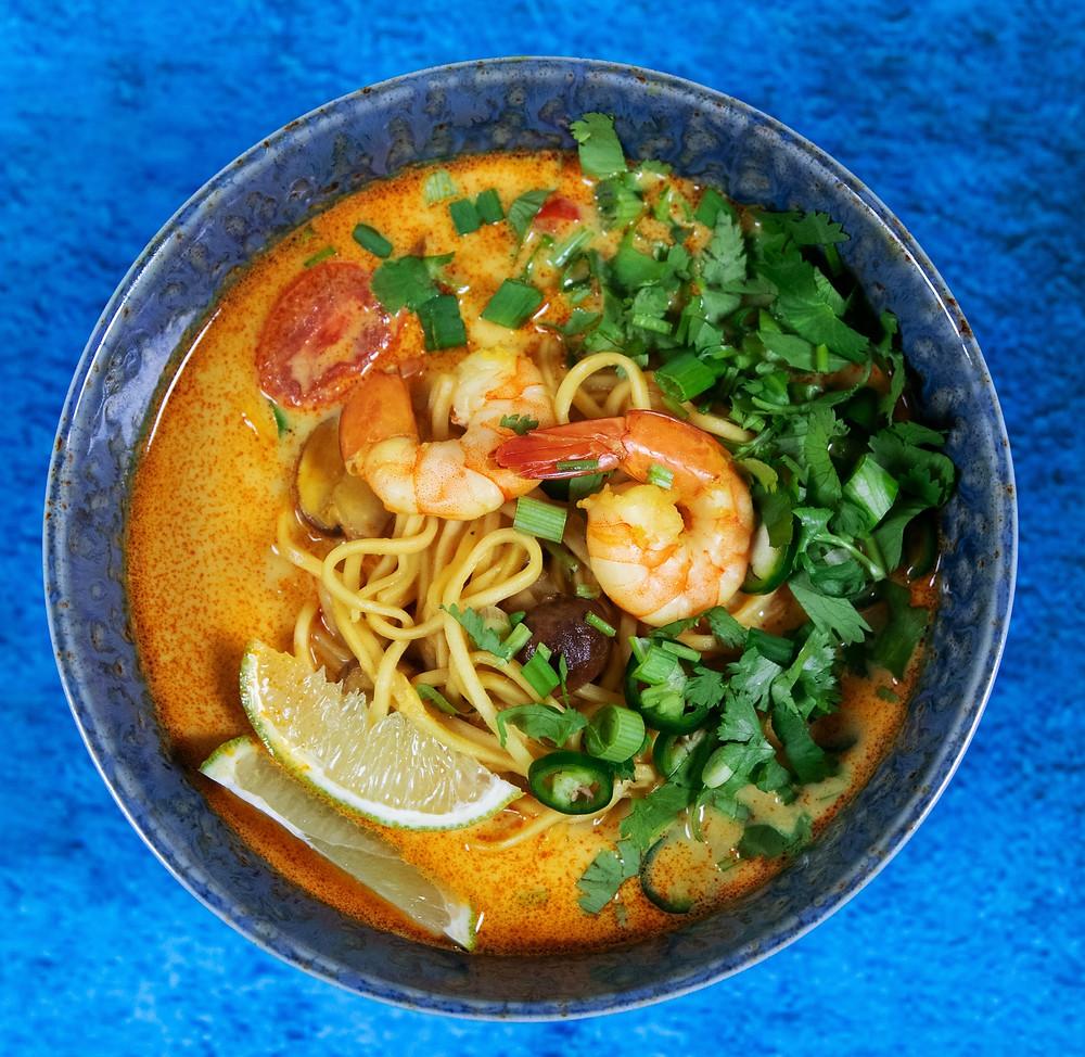 Azijietiška sriuba su makaronais ir krevetėmis, karis, vmgonline.lt