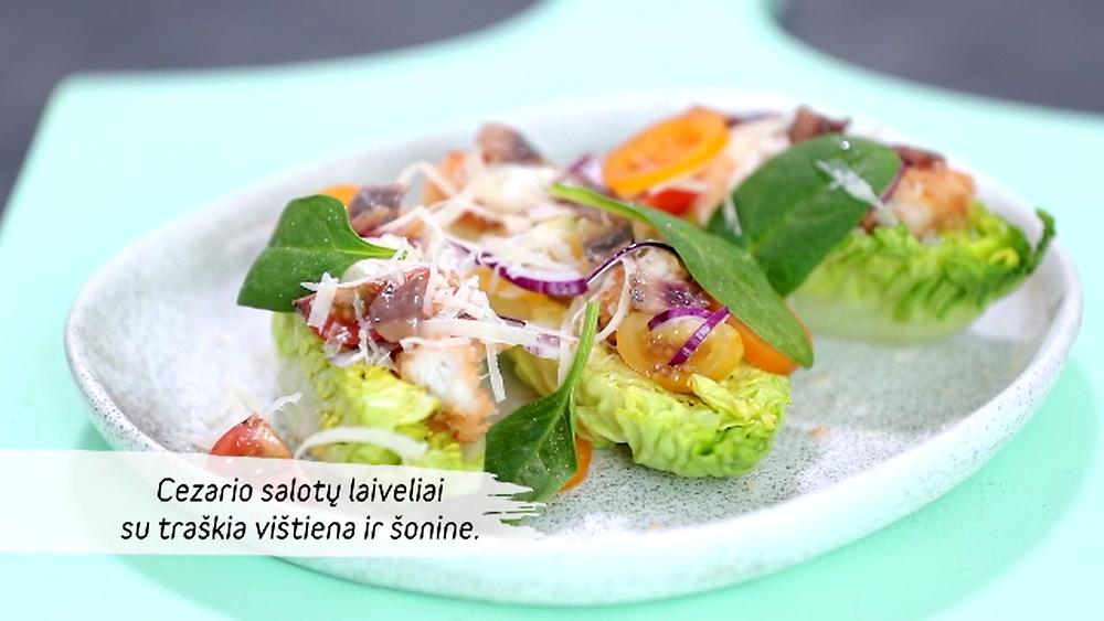 Cezario salotų laiveliai su traškia vištiena ir šonine, vmg receptas
