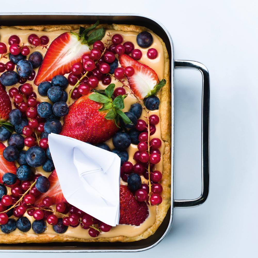 trapios tešlos pyragas su karameliniu kremu ir uogomis, Alfo Ivanausko receptas