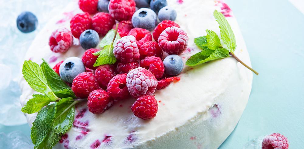 Grietinėlės ledų tortas su zefyrais ir uogomis, vmg receptas