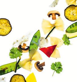 Sočios vasariškos salotos su makaronais ir keptomis daržovėmis (receptas)