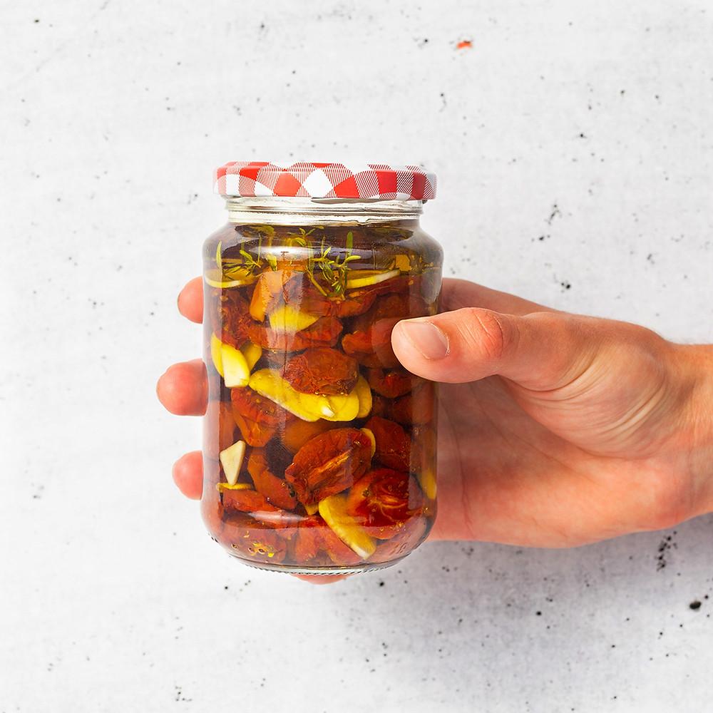 Džiovinti pomidoriukai itališkai su česnakiniu aliejumi, Alfo Ivanausko receptas
