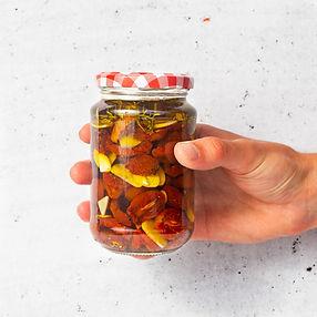 Džiovinti pomidoriukai itališkai su česnakiniu aliejumi (receptas)