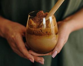 Socialiniuose tinkluose sparčiai populiarėjanti Dalgona kava – kuo ji ypatinga?