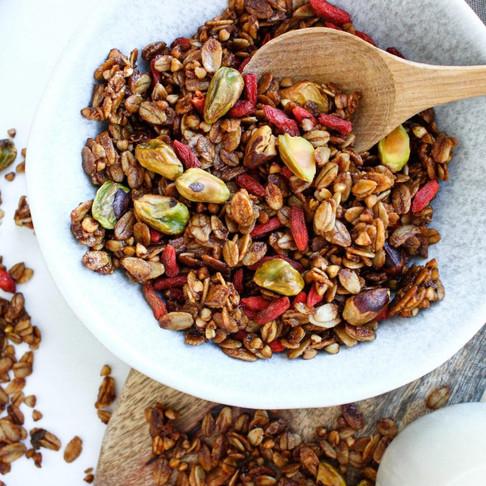 Sveikai greitiems pusryčiams – veganiška granola